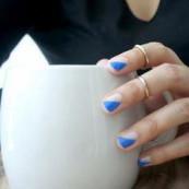 Minimal nail art look with a retro feel. #nailart