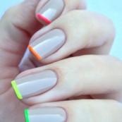 Neon tips & nude bas