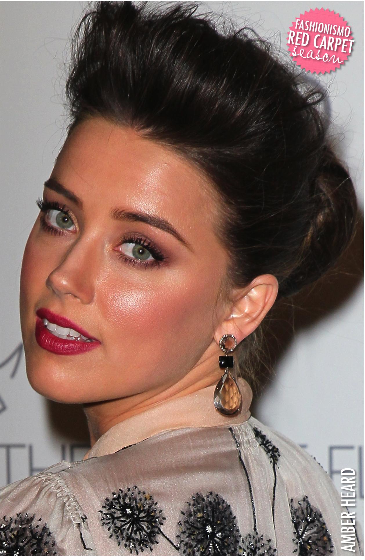 Amber Heard é tão linda, tem uma beleza tipo radiante, mas acho que nesse  evento pesou um pouquinho em tudo, na base, no blush, no iluminador, ... d7e243ddaf