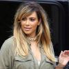 Kim Kardashian toda loira!