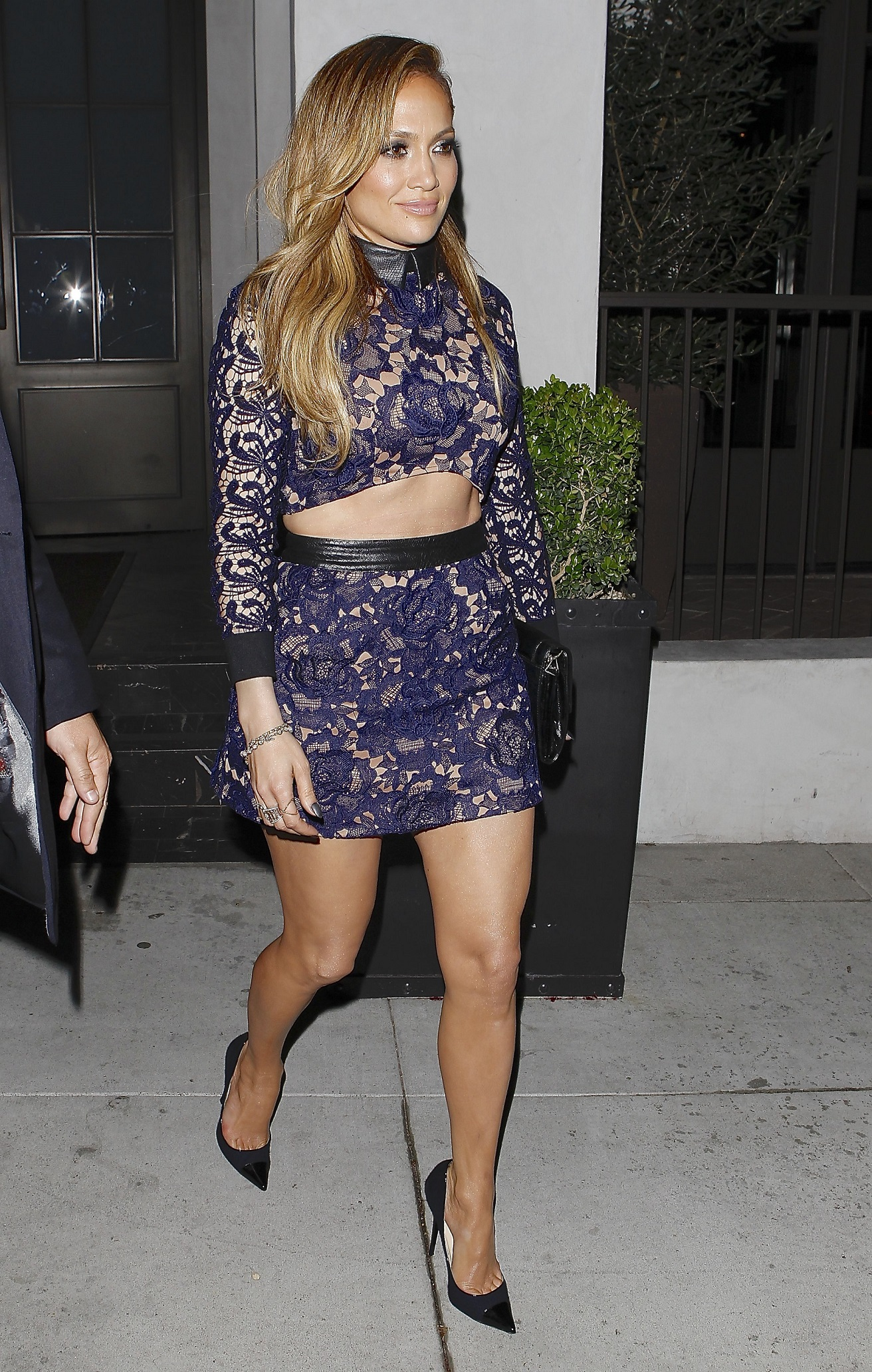 35493777_jennifer-lopez-at-Spago-restaurant_2