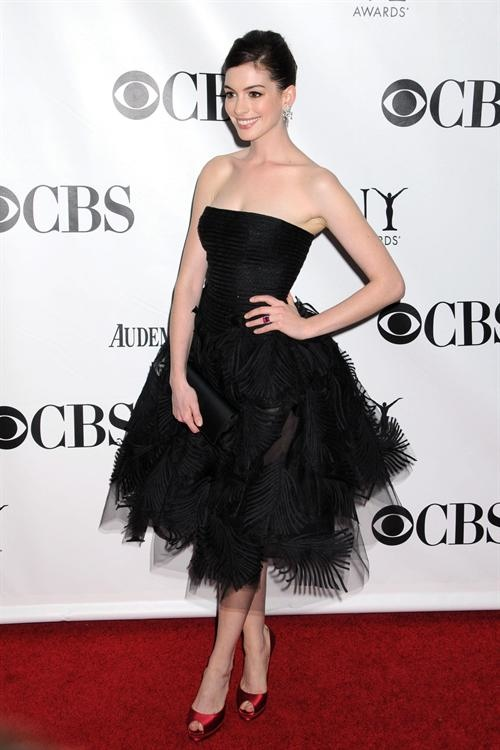 e5cd8-anne_hathaway_brought_5a15