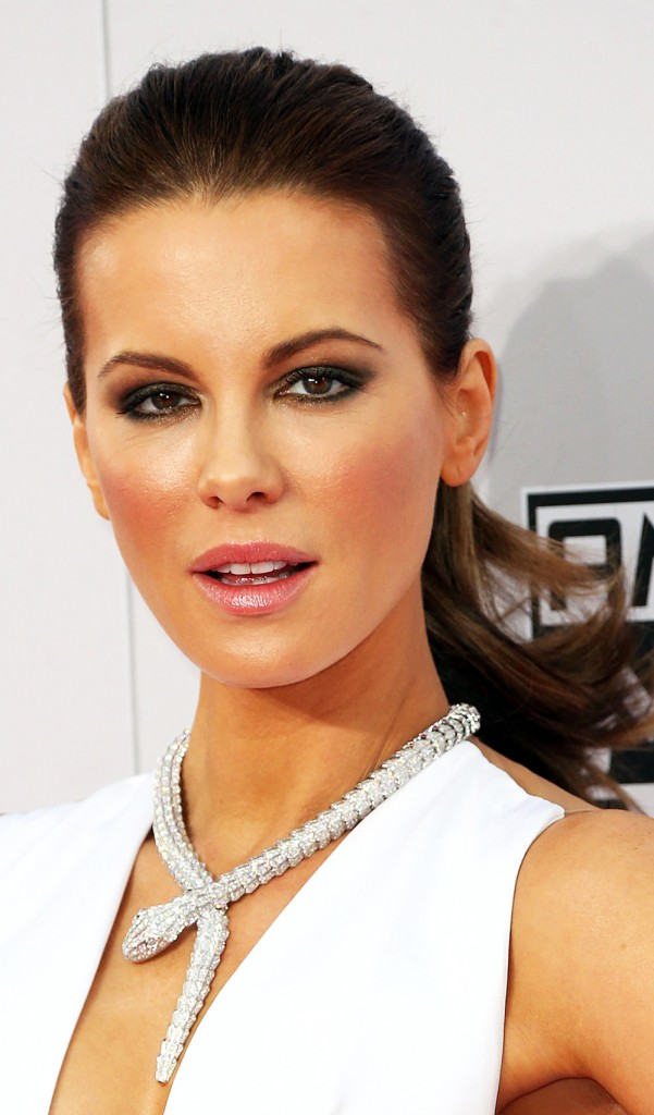 KATE-BECKINSALE-AMA-AWARDS