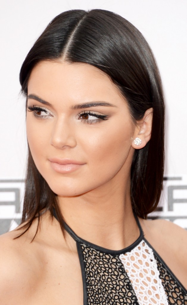 KENDALL-JENNER-AMA-AWARDS-BEAUTY