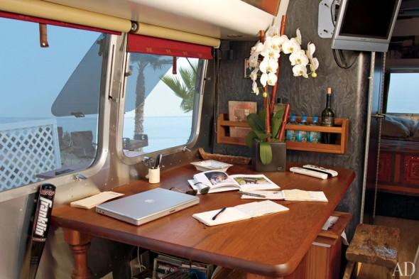 item5.rendition.slideshowHorizontal.matthew-mcconaughey-airstream-06-interior