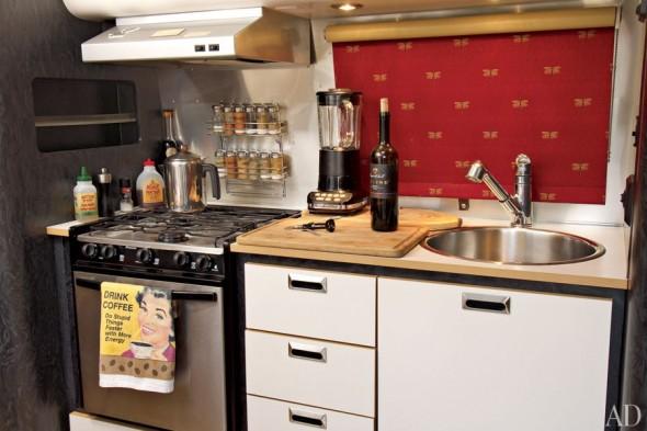item6.rendition.slideshowHorizontal.matthew-mcconaughey-airstream-07-kitchen