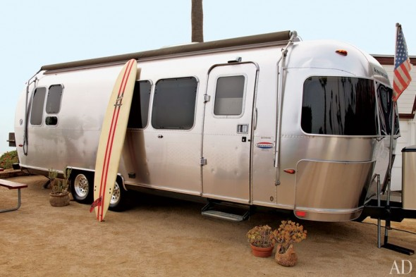 item8.rendition.slideshowHorizontal.matthew-mcconaughey-airstream-10-exterior