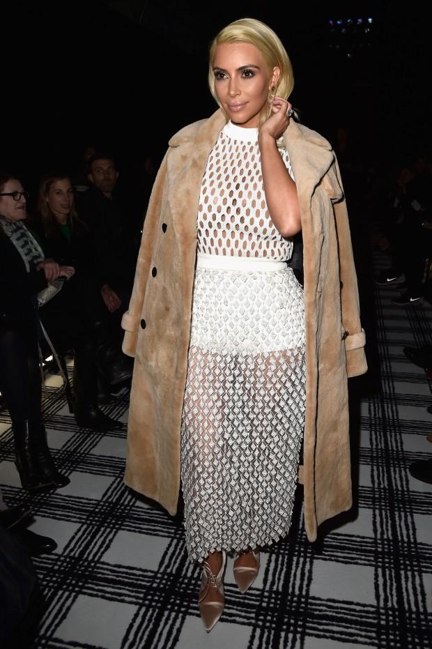 Balenciaga : Front Row - Paris Fashion Week Womenswear Fall/Winter 2015/2016