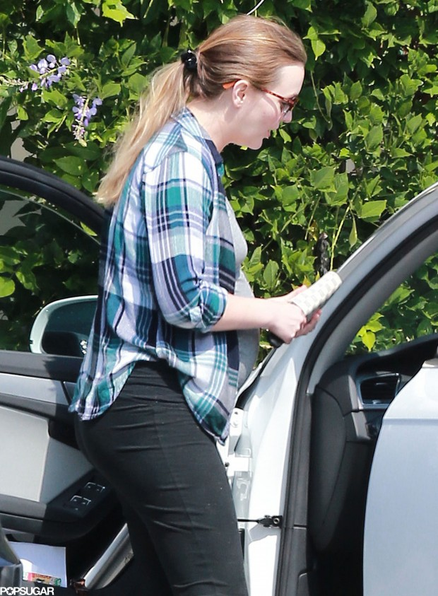 Pregnant-Leighton-Meester-Pictures-2