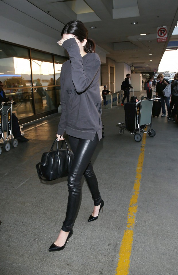 <H2>Please contact X17 before any use of these exclusive photos – x17@x17agency.com</H2>   Kendall Jenner flying in Yeezus sweatshirt and carrying a Givenchy tote valued at over 2,000. The reality star model wearing no make up was trying to hide pimples on her face and her freckles  June 15, 2014 X17online.com