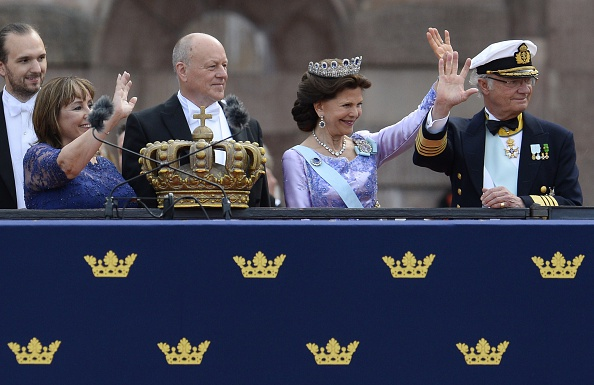 (RtoL) Sweden's King Carl XVI Gustaf, Sweden's Queen Silvia, and the bride's parents Marie Hellqvist and Erik Hellqvist wave to the newly-wed couple after the wedding of Sweden's Crown Prince Carl Philip and Sofia Hellqvist as they leave Stockholm Palace in a carriage on June 13, 2015. AFP PHOTO / JONATHAN NACKSTRAND        (Photo credit should read JONATHAN NACKSTRAND/AFP/Getty Images)