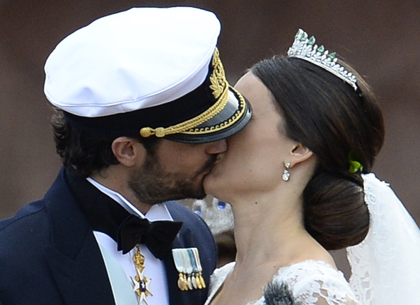 Sweden's Princess Sofia (R) and Sweden's Prince Carl Philip kiss after their wedding ceremony at Stockholm Palace on June 13, 2015. AFP PHOTO / JONATHAN NACKSTRAND        (Photo credit should read JONATHAN NACKSTRAND/AFP/Getty Images)