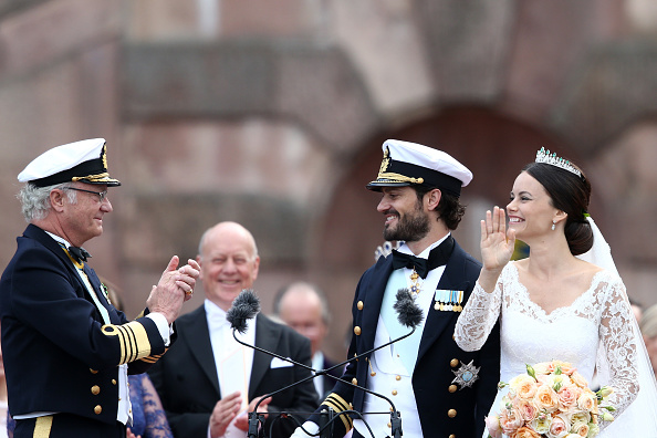 STOCKHOLM, SWEDEN – JUNE 13:  Prince Carl Philip of Sweden (2ndR) and his wife Princess Sofia of Sweden (R) are being congratulated by King Carl XVI Gustaf of Sweden (L) and Sofia's father Erik Hellqvist (2ndL) after their marriage ceremony on June 13, 2015 in Stockholm, Sweden.  (Photo by Andreas Rentz/Getty Images)
