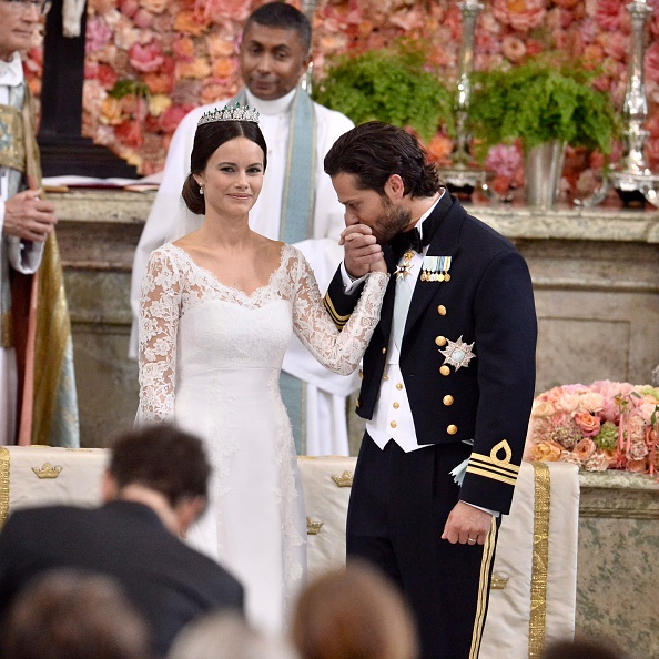STOCKHOLM, SWEDEN – JUNE 13:  Prince Carl Philip of Sweden is seen with his new wife Princess Sofia of Sweden after their marriage ceremony at The Royal Palace on June 13, 2015 in Stockholm, Sweden.  (Photo by Claudio Bresciani – Pool /Getty Images)
