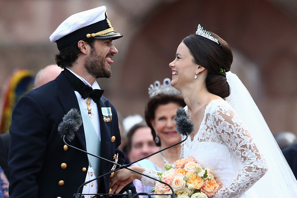 STOCKHOLM, SWEDEN – JUNE 13:  Prince Carl Philip of Sweden and Princess Sofia, Duchess of Varmlands salute the crowd after their marriage ceremony on June 13, 2015 in Stockholm, Sweden.  (Photo by Andreas Rentz/Getty Images)