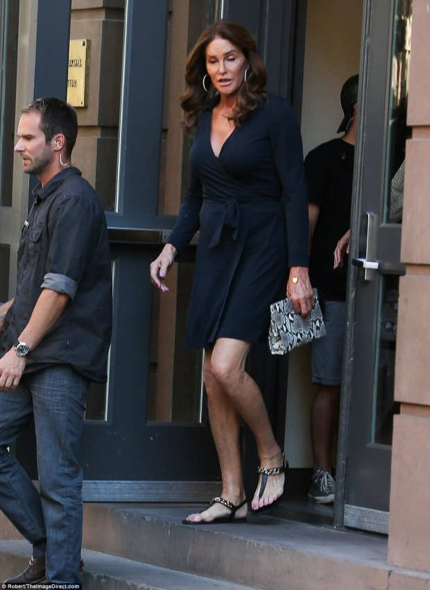 2A19197700000578-3143965-Crusader_Earlier_that_day_Caitlyn_carried_on_her_transgender_cru-a-44_1435658449962