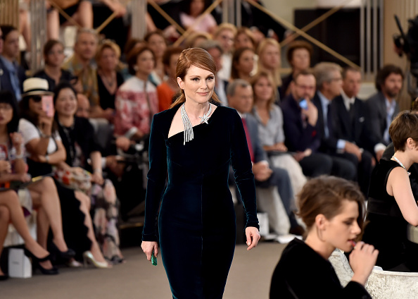 PARIS, FRANCE – JULY 07:  (L-R) Julianne Moore and Kristen Stewart attend the Chanel show as part of Paris Fashion Week Haute Couture Fall/Winter 2015/2016 at the Grand Palais on July 7, 2015 in Paris, France.  (Photo by Gareth Cattermole/Getty Images)