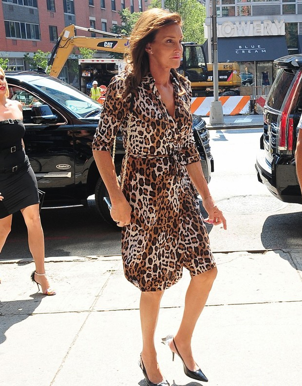caitlyn-jenner-leopard-print-dress-05