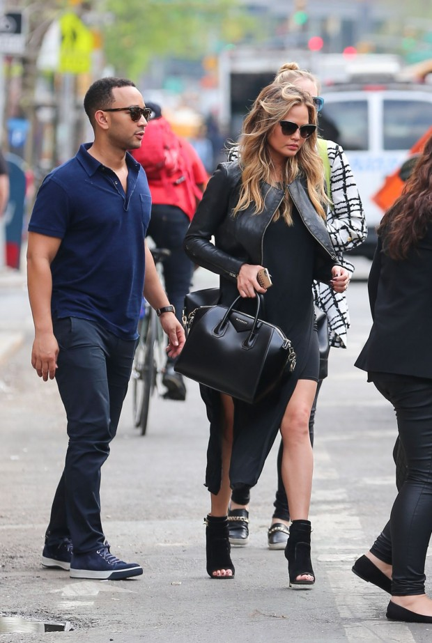 chrissy-teigen-out-in-new-york-city-may-2015_7