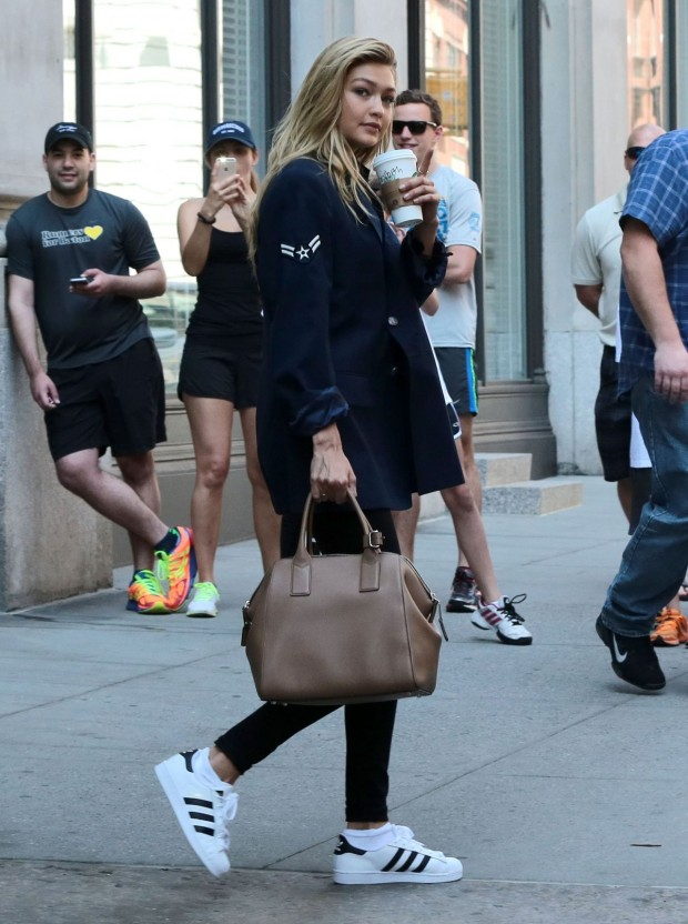 gigi-hadid-leaving-taylor-swift-s-apartment-in-new-york-city-may-2015_4