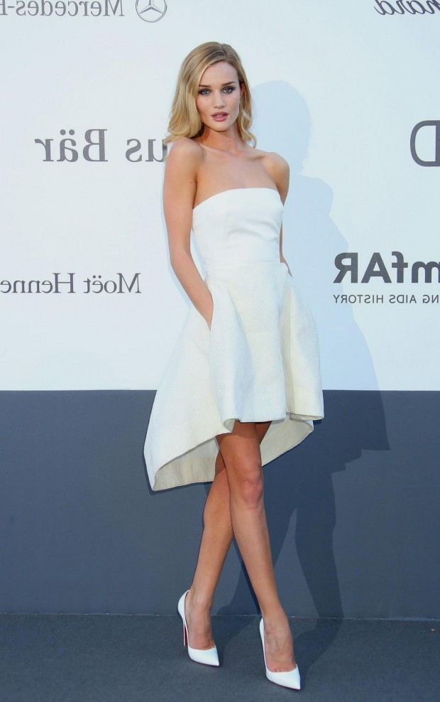 rosie-huntington-whitelely-in-white-strapless-dior-dress-who