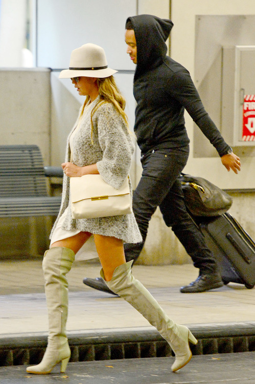 "09.MARCH.2015 - MIAMI - USA *** EXCLUSIVE PICTURES *** MULTIPLE AWARD WINNING ARTIST JOHN LEGEND SEEN ARRIVING AT MIAMI AIRPORT WITH HIS WIFE CHRISSY TIEGEN. THE MARRIED COUPLE SHARE A VERY INTIMATE RELATIONSHIP WITH ONE ANOTHER. JOHN RECENTLY REVEALED THE BEST PART OF MARRIAGE IS ""MAKING LOVE"" BYLINE MUST READ : XPOSUREPHOTOS.COM ***UK CLIENTS - PICTURES CONTAINING CHILDREN PLEASE PIXELATE FACE PRIOR TO PUBLICATION *** **UK CLIENTS MUST CALL PRIOR TO TV OR ONLINE USAGE PLEASE TELEPHONE 0208 344 2007**"