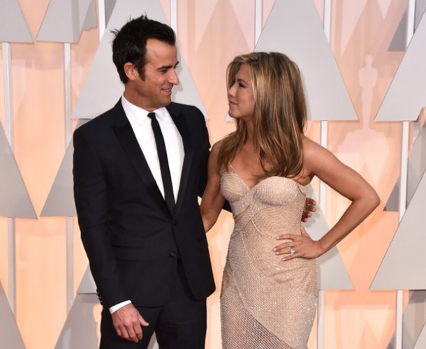 BREAKING: JENNIFER ANISTON CASOU!