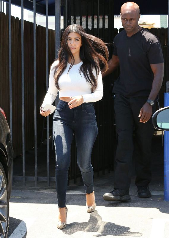 kourtney-kardashian-in-jeans-out-and-about-in-los-angeles-007-03-2015