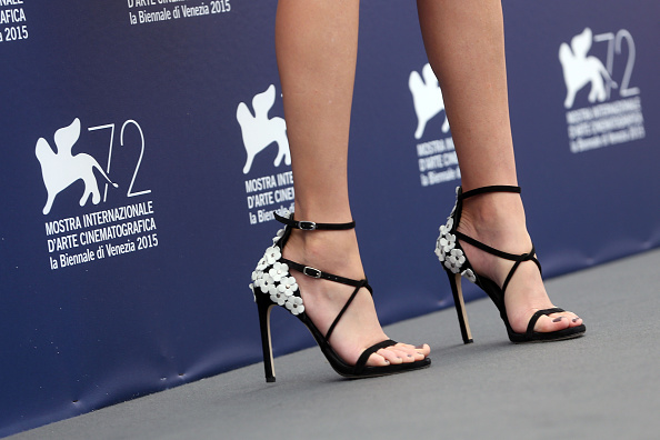 VENICE, ITALY – SEPTEMBER 02:  Elizabeth Banks (shoes detail) attends the Jury Photocall during the 72nd Venice Film Festival on September 2, 2015 in Venice, Italy.  (Photo by Franco Origlia/Getty Images)