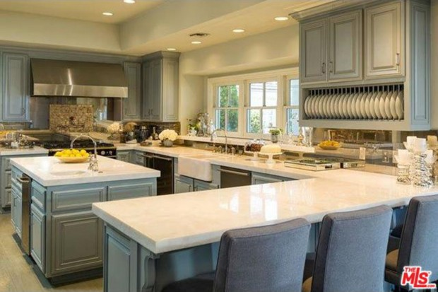Jennifer-Lopez-home-9-15-kitchen
