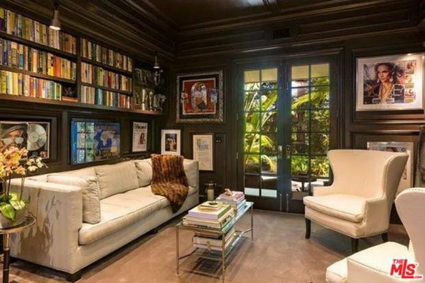Jennifer-Lopez-home-9-15-living-room-2