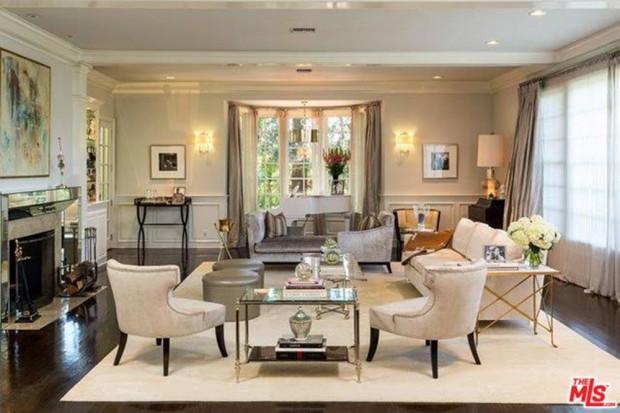 Jennifer-Lopez-home-9-15-living-room-3