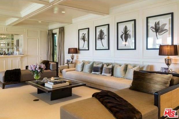 Jennifer-Lopez-home-9-15-living-room