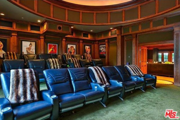 Jennifer-Lopez-home-9-15-theater