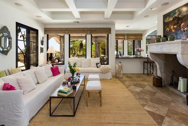 The-OC-House-8-15-living-room