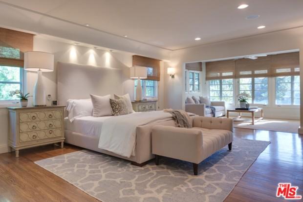Tyra-Banks-home-9-29-Bedroom