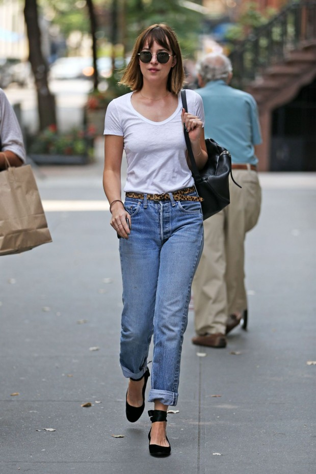 dakota-johnson-in-jeans-out-in-new-york-city-august-2015_2