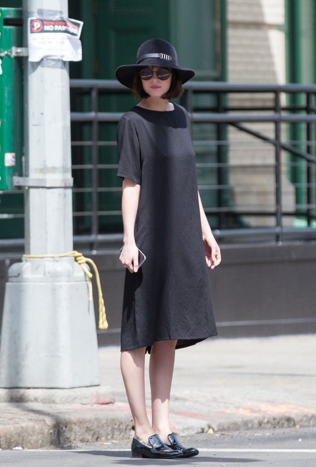 dakota-johnson-with-her-mother-melanie-griffith-walking-around-tribeca-in-ny-may-2015_10