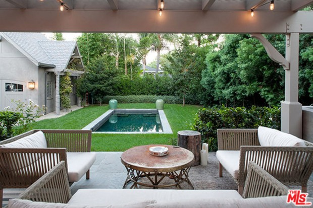 Joe-Jonas-House-Backyard
