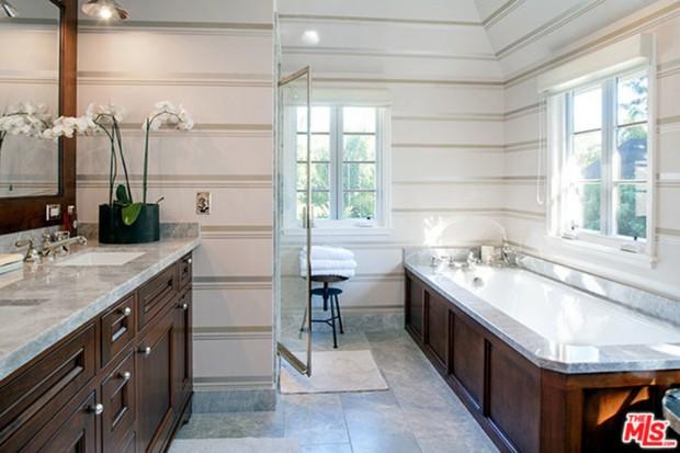 Joe-Jonas-House-Bathroom