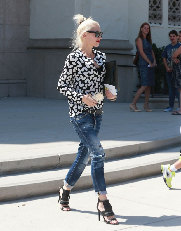 gwen-stefani-out-in-universal-city-august-2015_9