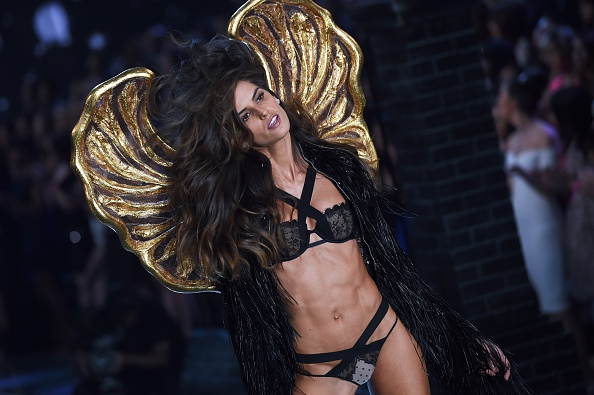 Model Alessandra Ambrosio presents a creation during the 2015 Victoria's Secret Fashion Show in New York on November 10, 2015. AFP PHOTO/JEWEL SAMAD        (Photo credit should read JEWEL SAMAD/AFP/Getty Images)