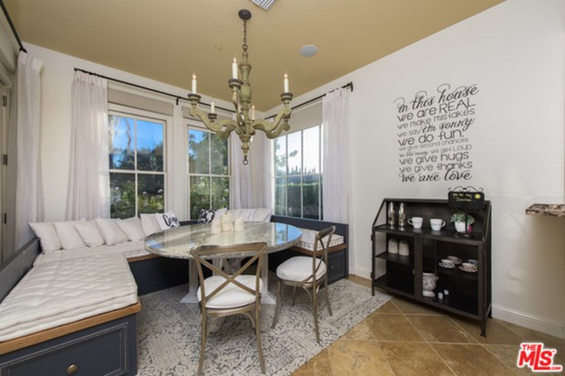 Selena-Gomez-House-11-16-Kitchen-2