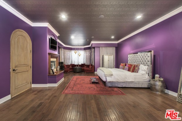 Selena-Gomez-House-11-16-Master-Bedroom-2