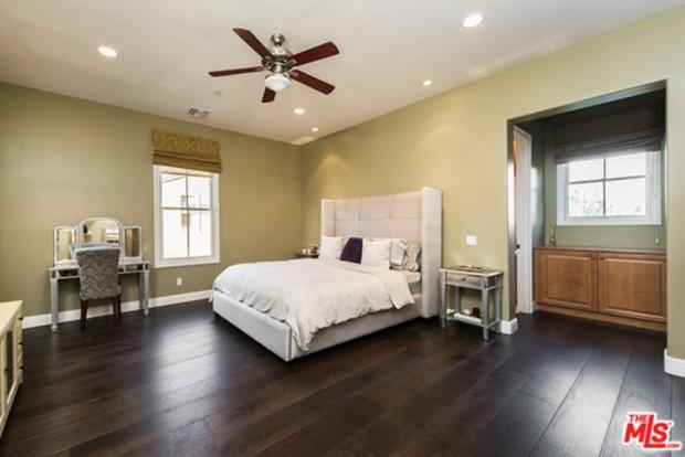 Selena-Gomez-House-11-16-Master-Bedroom