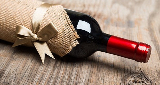 Wine-Gift-Giving-Guide-and-Tips-750x400