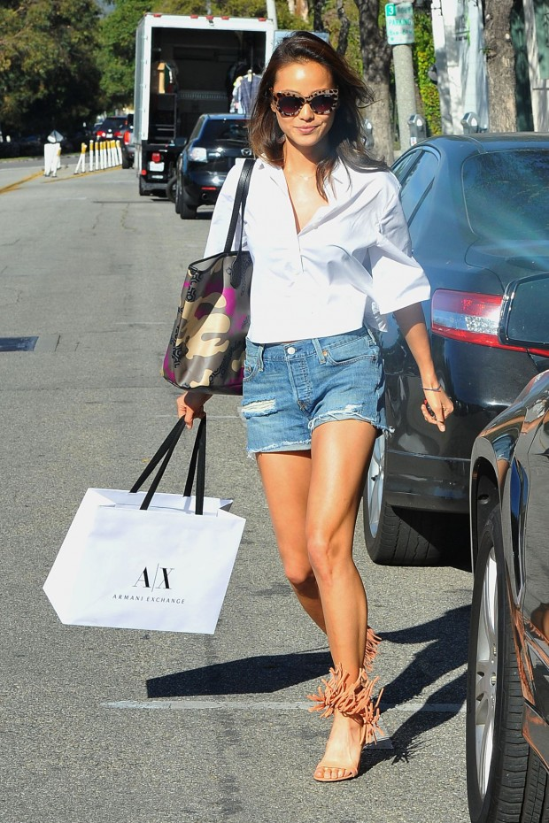 jamie-chung-s-cute-street-style-out-in-west-hollywood-march-2015_1