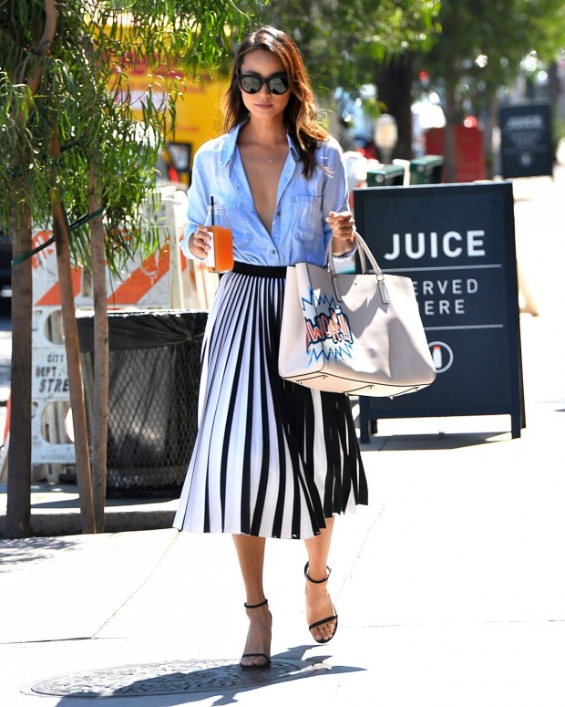 jamie-chung-style-leaving-clover-juice-in-west-hollywood-august-2015_3