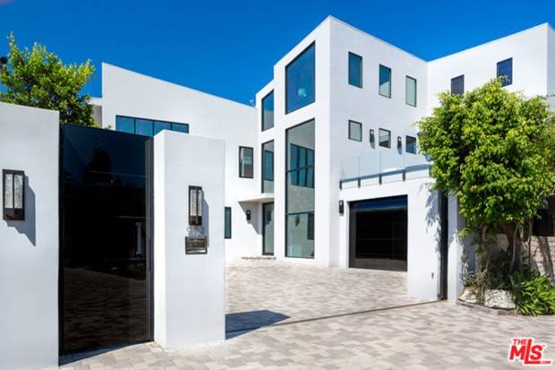 John-Legend-And-Chrissy-Teigen-Beverly-Hills-Real-Estate-2