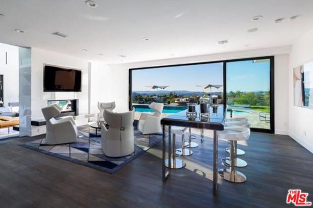 John-Legend-And-Chrissy-Teigen-Beverly-Hills-Real-Estate-BAr